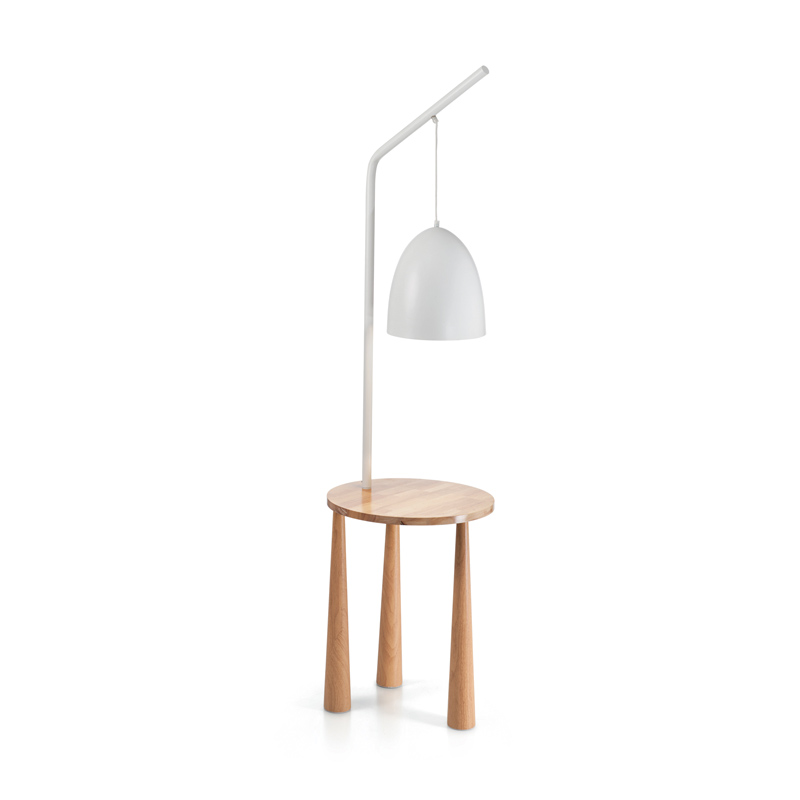 tavolino treppiedi con lampada